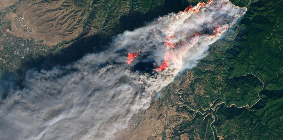 California persiste en su larga lucha contra el fuego a la espera de lluvia