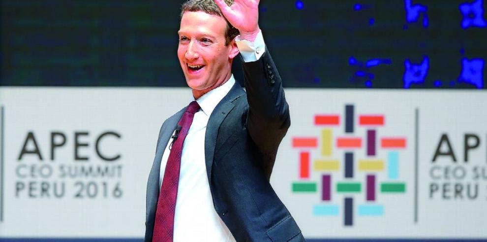 Zuckerberg protegerá a usuarios de Facebook