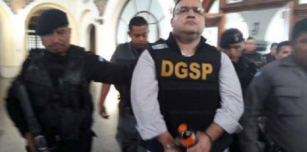 Procesan a exgobernador mexicano Javier Duarte por tres delitos