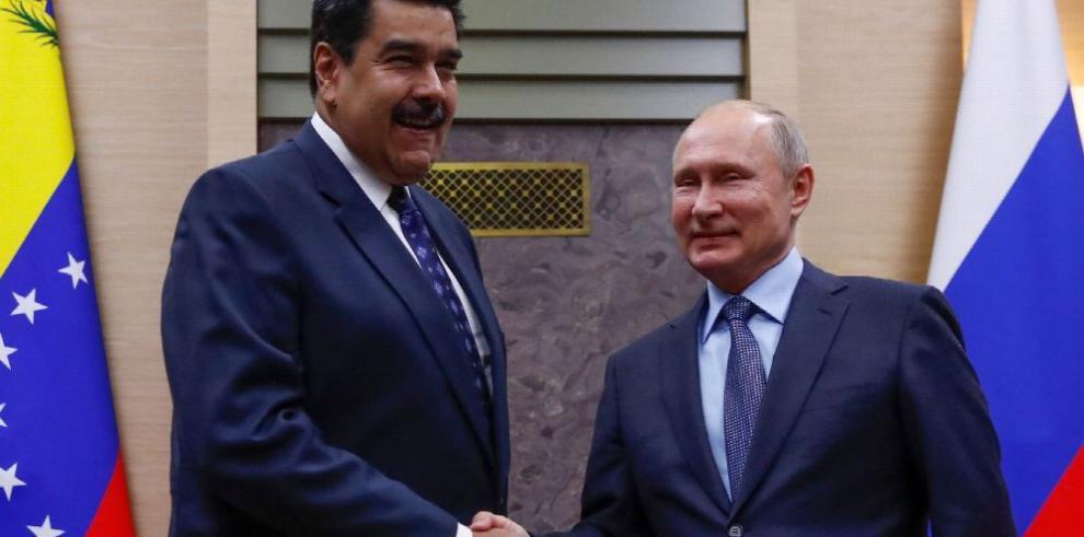 Maduro busca ayuda financiera en Moscú