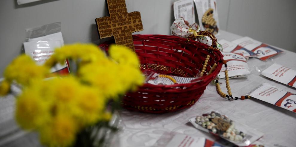 Reclusas en Panamá confeccionan rosarios para la JMJ 2019