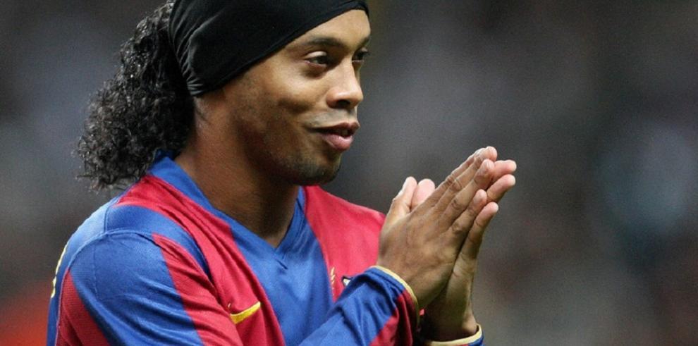Ronaldinho Gaúcho se casará con dos mujeres en agosto, según un diario brasileño