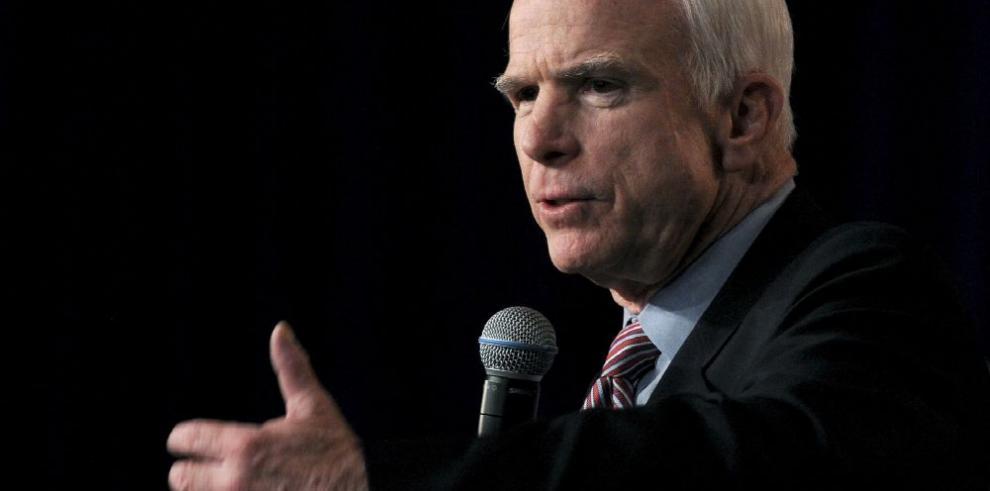 John McCain, el 'héroe americano' que respaldó la tortura