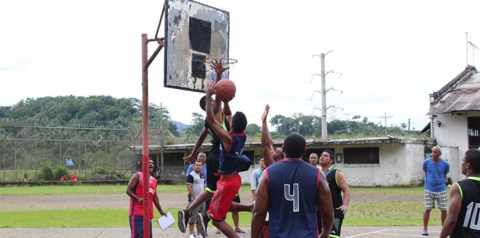 Culmina con éxito torneo de baloncesto en El Renacer