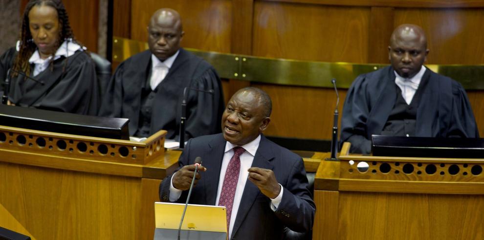 El nuevo presidente de Sudáfrica anuncia cambios en el Gabinete de ministros