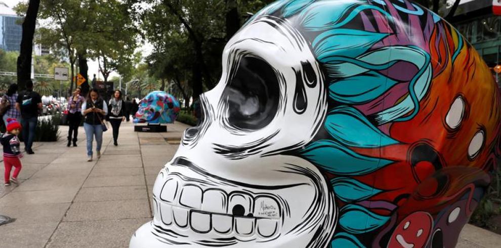 Ciudad de México conmemora Día de Muertos con desfile dedicado a la migración
