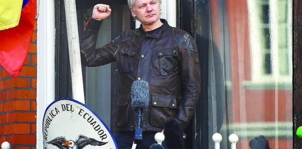 Ecuador se quita a Assange, su 'piedra en el zapato'