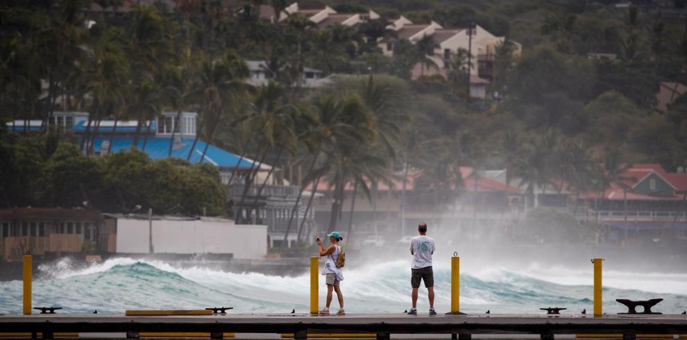 Trump declara el estado de emergencia en Hawái ante amenaza de huracán Lane