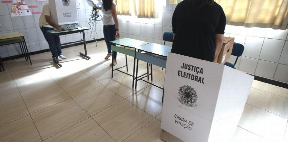 Brasileños van a las urnas frente a dos modelos