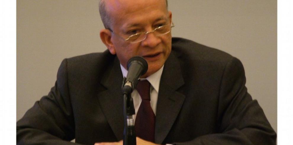 Poeta Orestes Nieto es designado como académico de número
