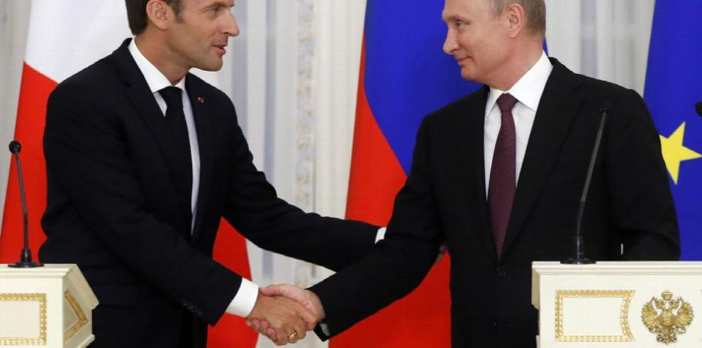 Vladimir Putin recibe al presidente de Francia, Emmanuel Macron