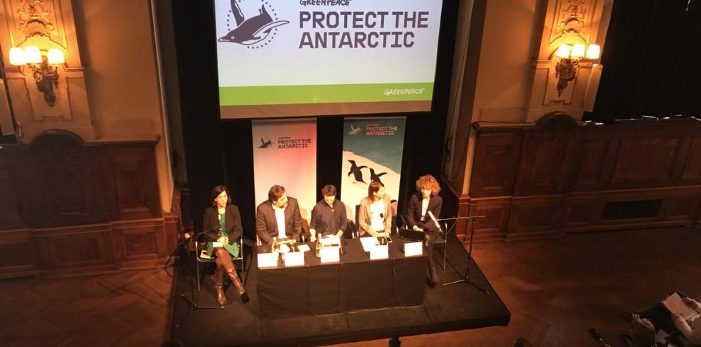 Greenpeace y Javier Bardem piden santuario en el océano Antártico