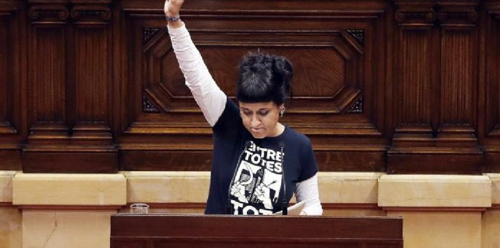 Anna Gabriel, líder de partido independentista catalán, huye de la Justicia