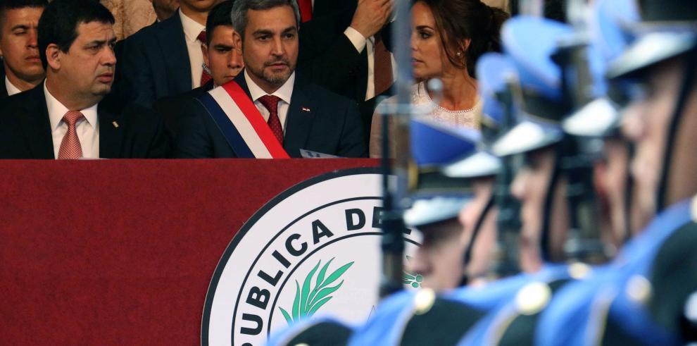 Abdo Benítez preside su primer desfile militar el día de su investidura