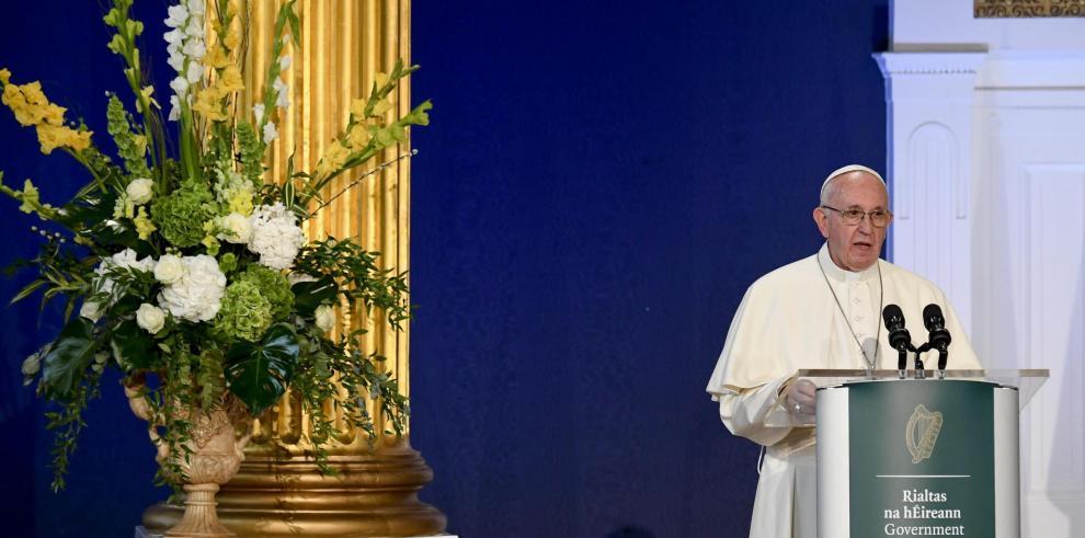 El papa admite fracaso de Iglesia ante los crímenes de abusos