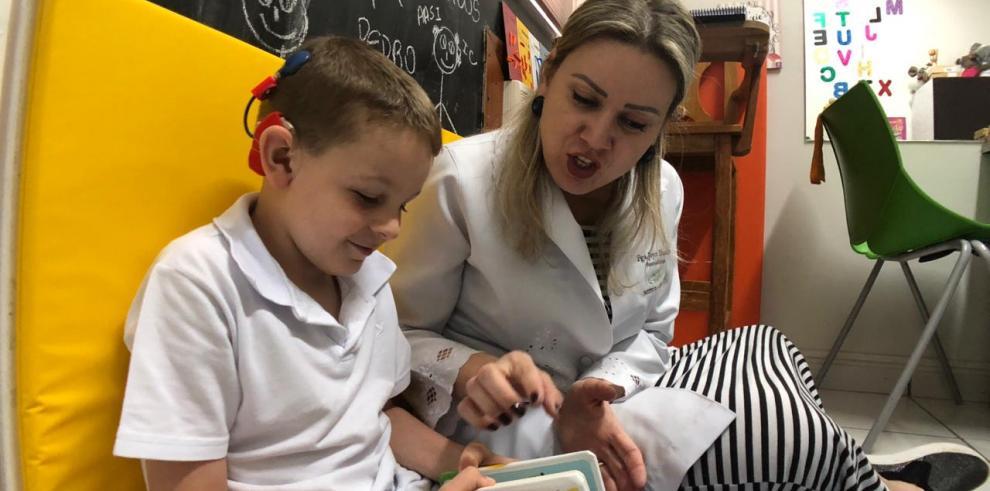 Fundación 'Oír es Vivir' donará un implante coclear a un niño o niña