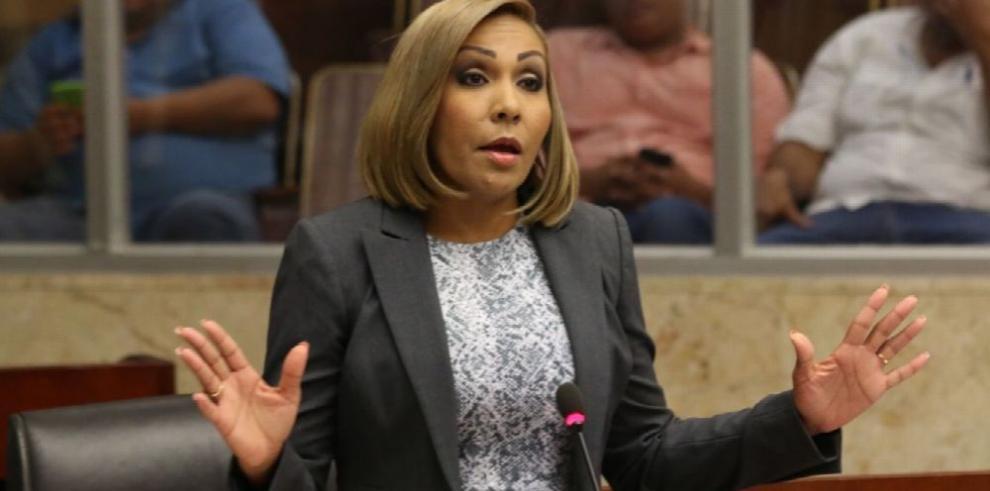 Presidenta de la Asamblea riposta al contralor Humbert