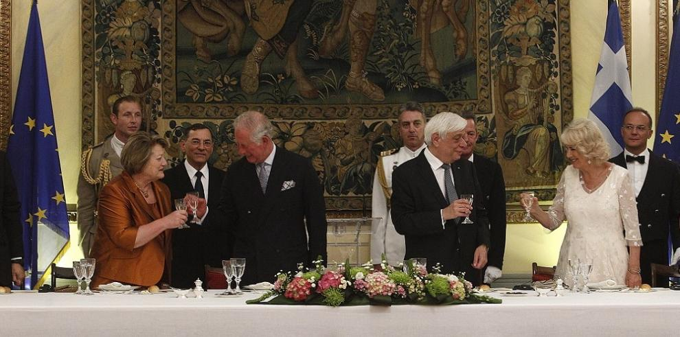 El príncipe Carlos y Camilla realizan una visita oficial a Grecia