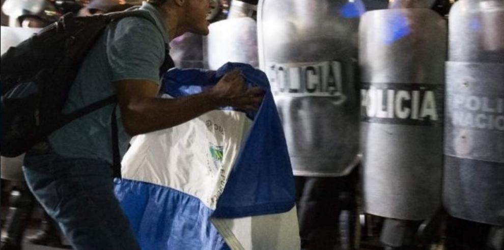 Militarizan ciudades de Nicaragua ante crisis que deja ya diez muertos