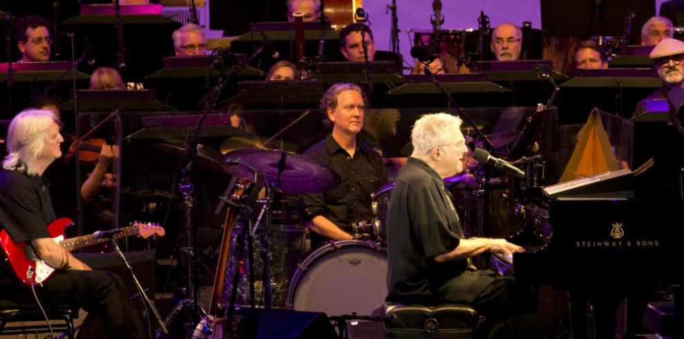Randy Newman celebra 50 años de ironía con una noche memorable en Los Ángeles