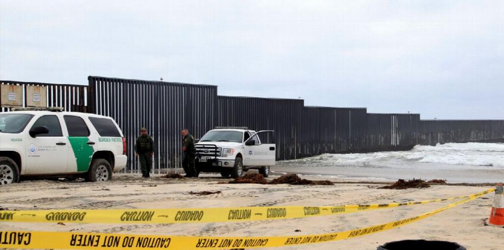 Caravana de migrantes entra a los Estados Unidos