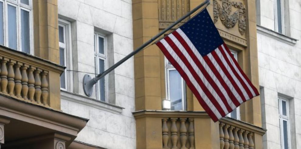 EEUU expulsa a 2 diplomáticos venezolanos y da 48 horas para salir del país