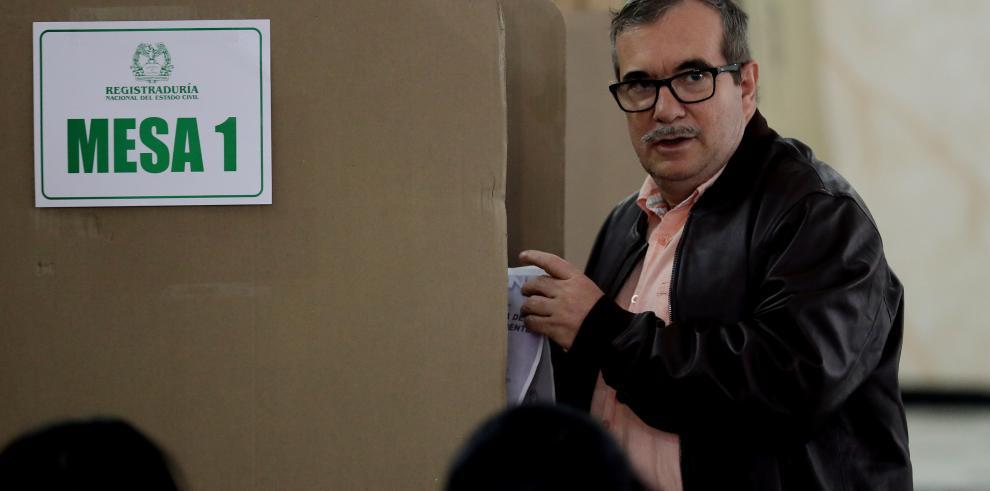 Cierra votación con alta participación en presidenciales de Colombia