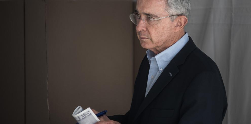 'He votado con afecto por Colombia', Álvaro Uribe