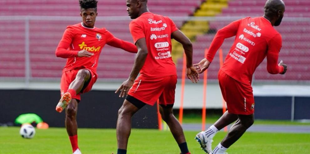 Roberto Durán pide a los futbolistas panameños fortalecer preparación mental