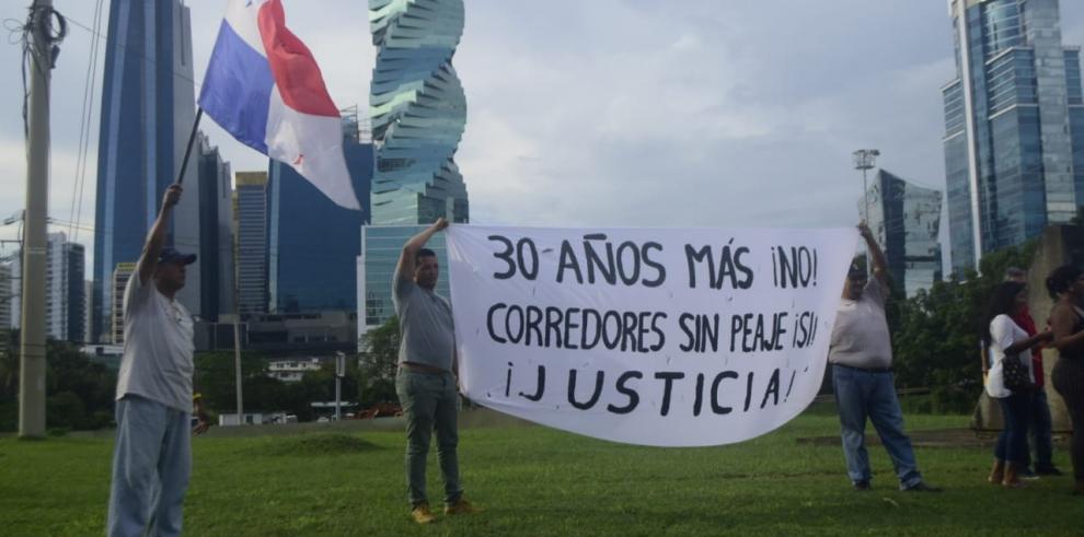 Conductores protestan por extensión de concesión de corredores