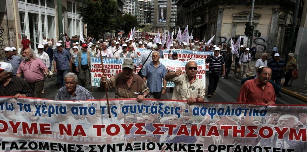 Pensionistas griegos protestan contra recortes