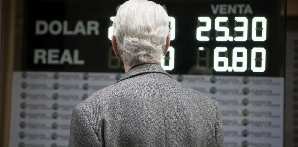 El dólar 'hace sudar' a economías emergentes