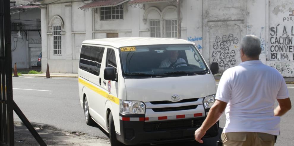 Auditores de la Contraloría llegan a la Asamblea; Yanibel Ábrego recurre a la Corte
