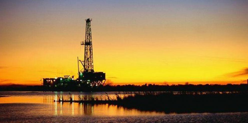 Fotografía cedida este sábado, por la empresa Petróleos Méxicano (Pemex) que muestra un pozo petrolero.
