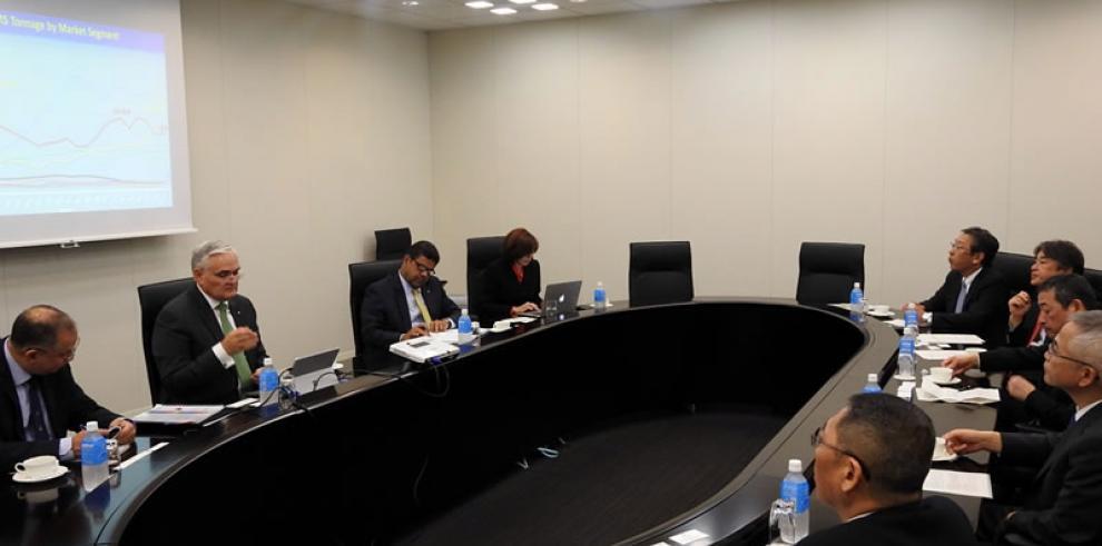 El Canal de Panamá habla de gas natural licuado con clientes en Asia
