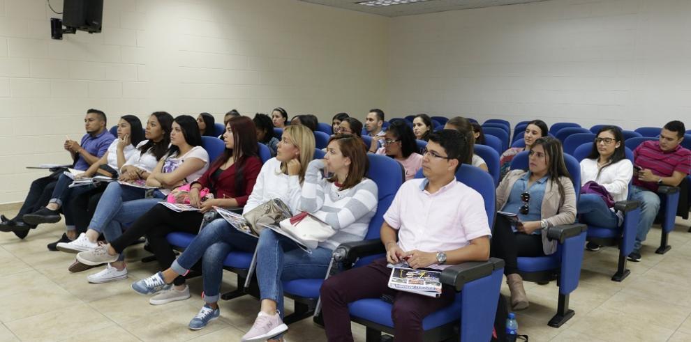 Estudiantes colombianos conocen oferta académica del INADEH