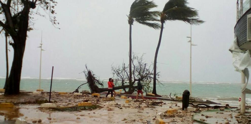 Huracán María deja un muerto en la isla de Guadalupe en su paso por el Caribe