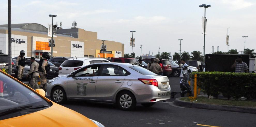Roban $31 mil en los estacionamientos de Albrook Mall