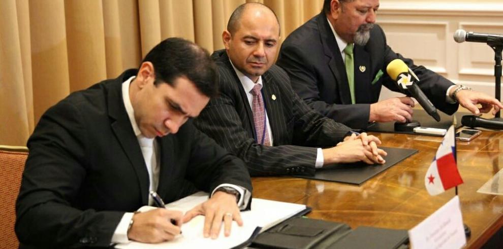 Panamá suscribe tratado contra el narcotráfico