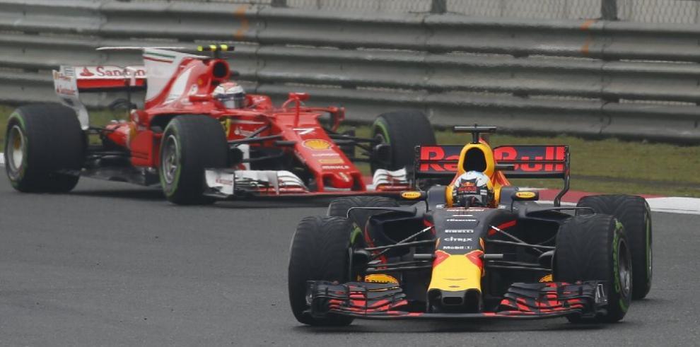 Ricciardo sorprende en el test de Baréin