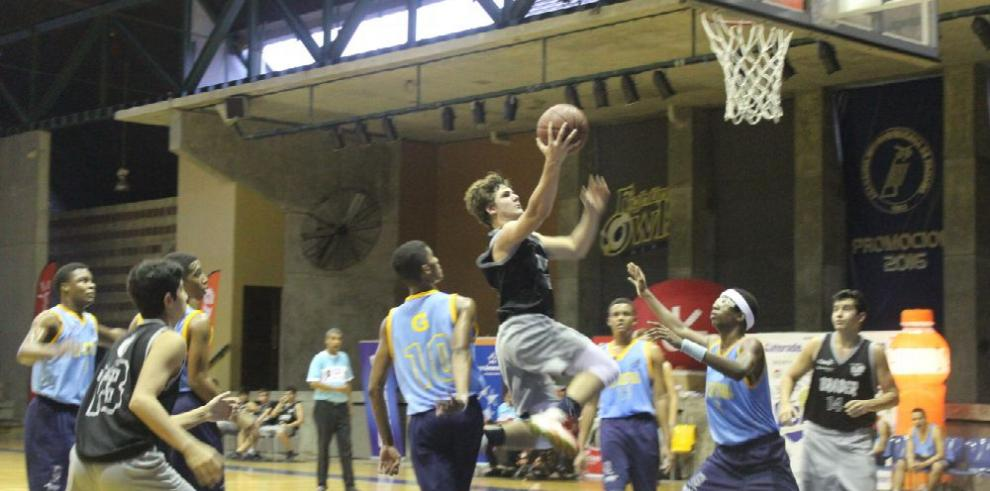Rompe fuegos el baloncesto Kiwanis