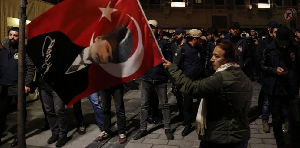 Referéndum turco aumenta tensiones