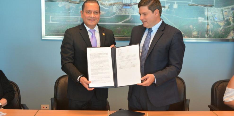 Acuerdo para que elAeropuerto Enrique A. Jiménez inicie fase internacional