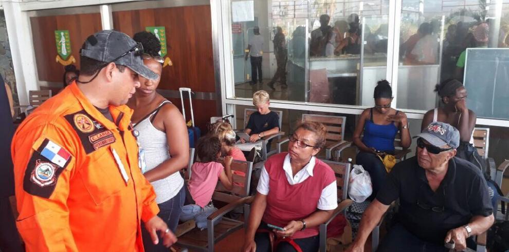 Trasladan a primer grupo de panameños afectados por el huracán Irma