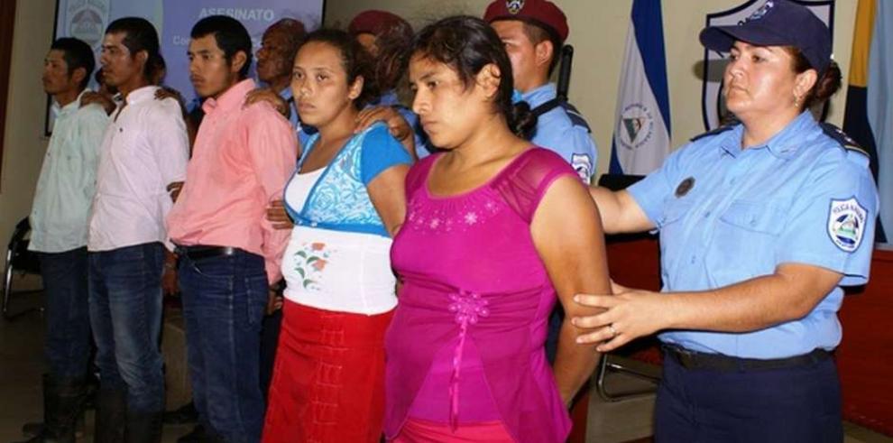 Condenan a 36 años de prisión a pastor que lanzó al fuego a poseída