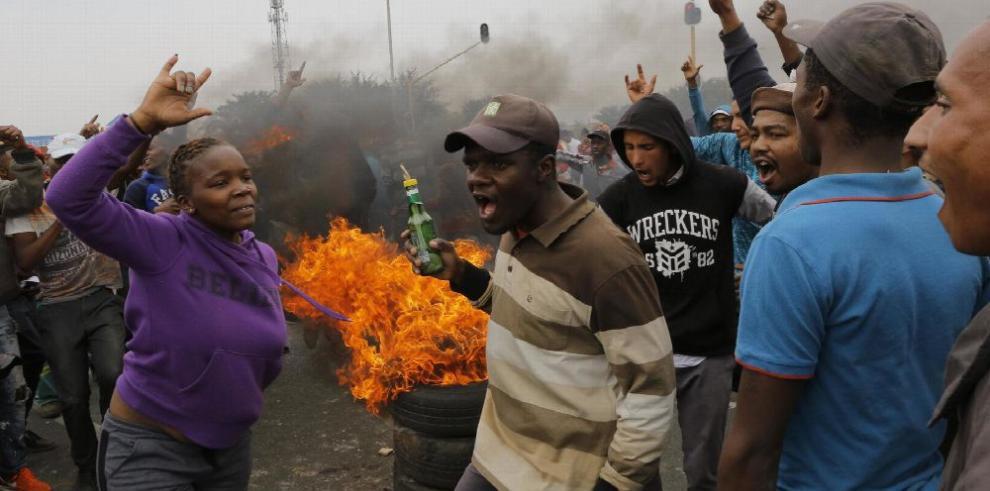 Fallo provoca tesiones raciales en Sudáfrica