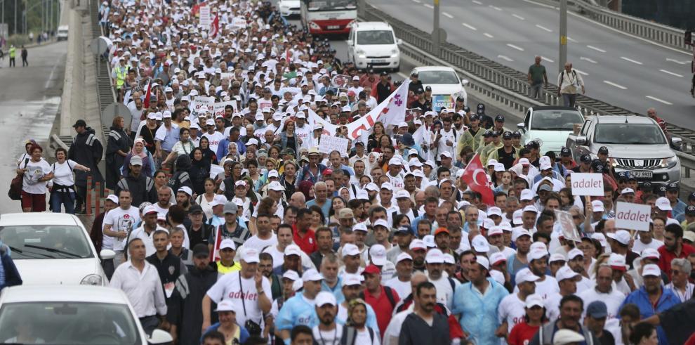 La oposición turca busca impulsar las protestas contra el Gobierno
