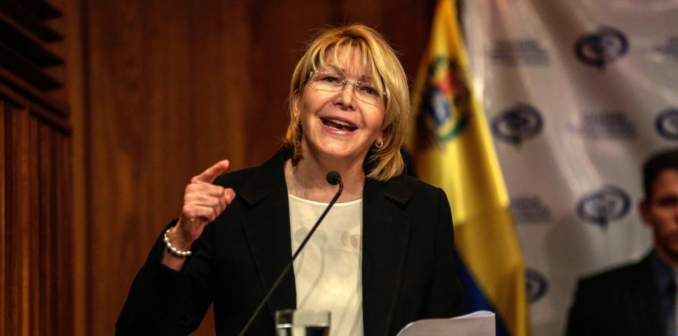 Exfiscal venezolana dice democracias necesitan medios de comunicación libres