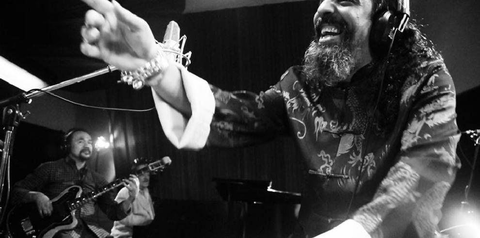 El Cigala busca grabar dueto con Vicente Fernández en próximo disco homenaje