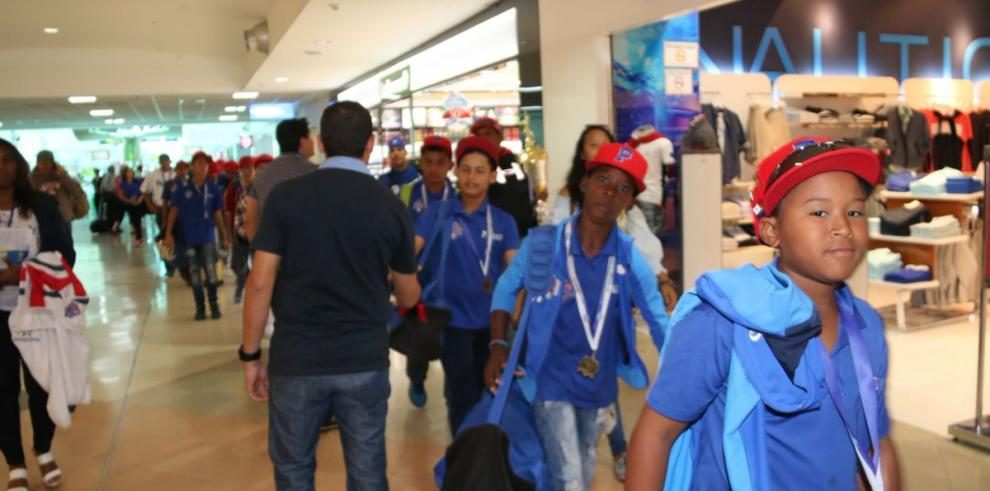 Llegan los campeones del Panamericano Sub 12 de béisbol